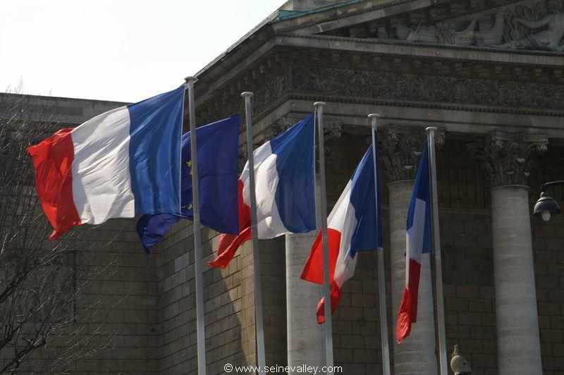 <vide>seinevalley_visitfrance_paris_assembleenationale