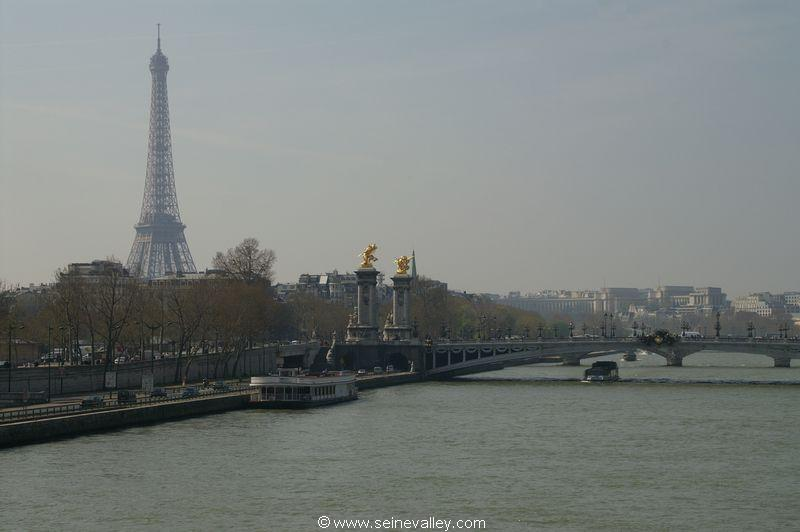 seinevalley_visitfrance_paris_seinebanks_eiffeltower_toureiffel